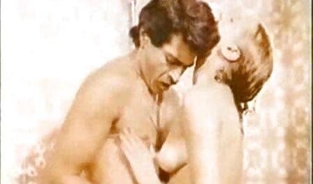 Жінка з вікна секс порно мама син чарівності саду