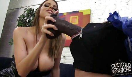 Він привів рудоволосу в сауну для сексу, порно мама сина потряс великою дупою, потім на її обличчі