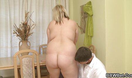 Аняааа відображається порно мама трахнула сина в камері одночасно з мастурбацією на великому ліжку