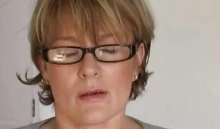 Він зґвалтував дівчину за столиком зі порно мами з синами своїм другом