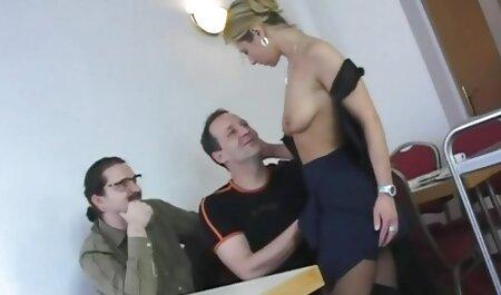 Вчитель грає з секс син і мама молодими учнями