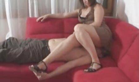 Разом з дівчиною в білих панчохах секс сина з мамою