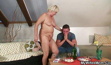 Джакузі Лесбіянка секс відео мама і син
