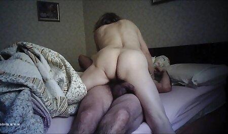 Молодий воїн порно мами і сина відмовився від годувальниці