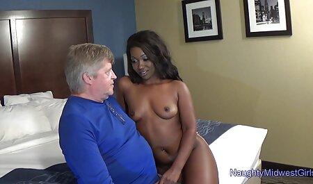 Красива секс мами с сином молода дівчина з оральним сексом